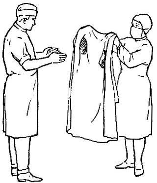 Одевание стерильного халата хирургом