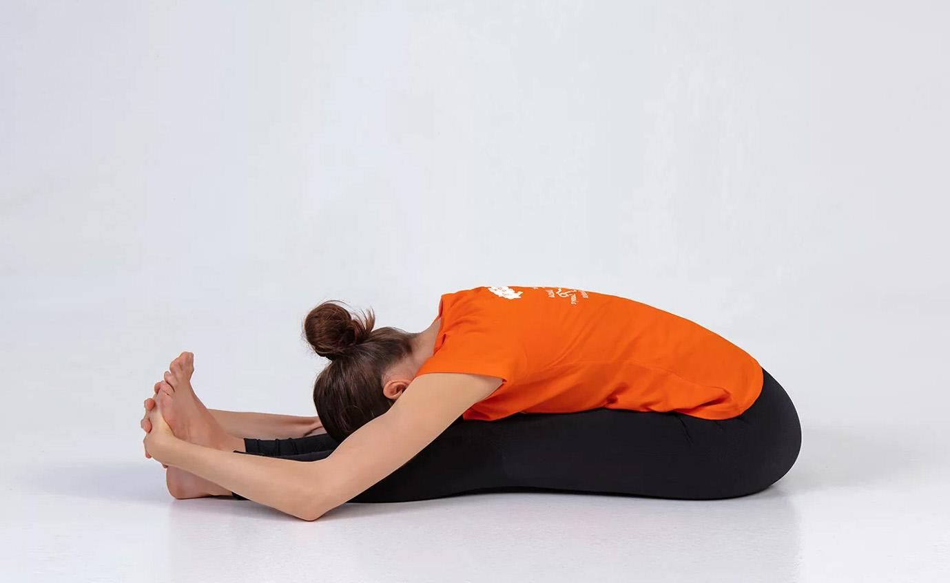 Пасчимоттанасана - поза для растяжки спины